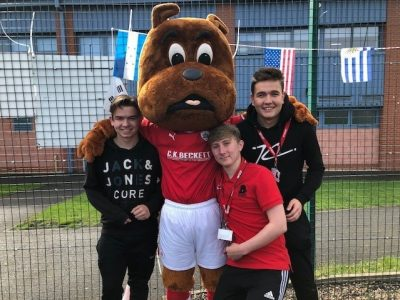 Left to right - Barnsley College students Ronan Bridger James Hulse and Dillon Thorpe with Toby Tyke. (2)