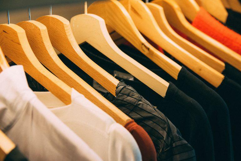 clothes-clothes-hanger-996329